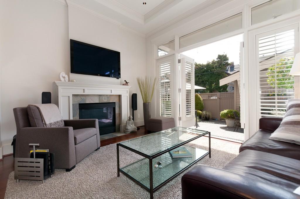 sunny-livingroom