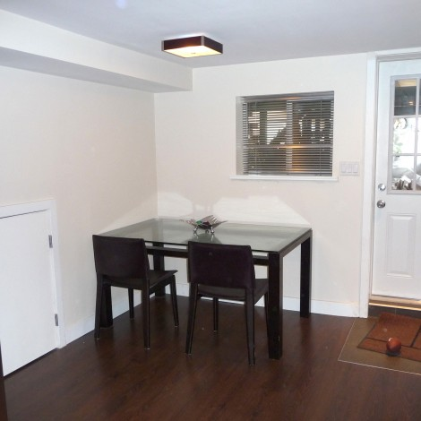 Medium Sized Kitchen Table